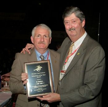 Al Batten (L), Of Johnston County, N.C., received the QU Volunteer of the Year award from Joseph (Rocky) Evans, President of Quail Unlimited National Operations.