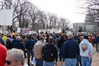 Between 4,000 and 5,000 fishermen from around the country gathered Wednesday to call for congressional action to reform how marine fisheries are managed.