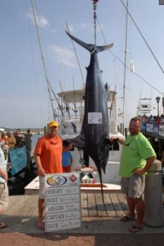 This 460-pound blue marlin put Wet-N-Wild into third place with one day remaining in the Big Rock Blue Marlin Tournament.