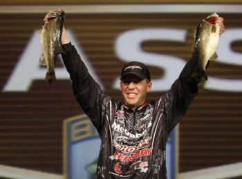 The top three Bassmaster Classic anglers after the first day of the world championship were all in the same area, but Aaron Martens rose to the top.