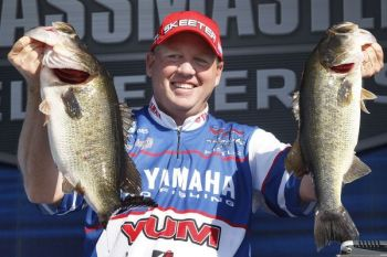 Texas' Alton Jones took the first-day lead of the second stop in the 2011 Bassmaster Elite Series trail yesterday (March 17).