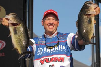 Texas pro Alton Jones jumped 17 places to take the second-day lead of the Bassmaster Elite Series stop at the St. Johns River.