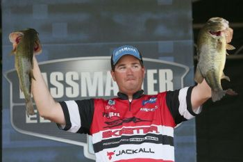 Mississippi's Cliff Pace took the early lead in the Bassmaster Elite Series event the began today on Louisiana's Toledo Bend.