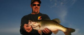 Other than a lunker bass, a fisherman can�t ask for anything better for Christmas than one of Lew�s new BB1N baitcasting reels.