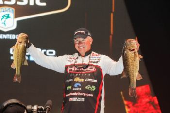 Randall Tharp is leading the 2014 Bassmaster Classic after the first day, and he's confident there are plenty of fish for him to maintain and even extend his lead.