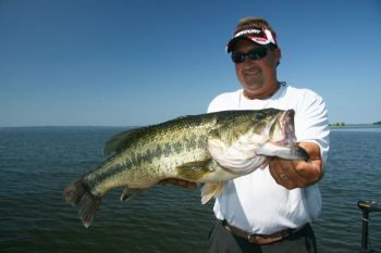 Stalk Santee Cooper's great sight-fishing bass this month