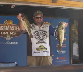 David Williams' opening-day catch of 14-1 has given him the lead in the BASS Southern Open on Lake Norman.