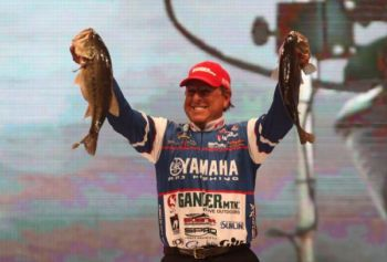 Dean Rojas of Arizona leads the Bassmaster Classic on Lake Hartwell through the first round.