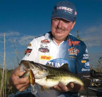 Long casts and a steady retrieve will make you a better crankbait fishermen, according to bass pro David Fritts.