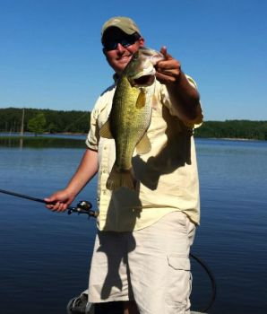 Fish points for tops in summer bass action in north for Bass fishing north carolina