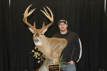 Patrick Williams took Best in Show with his 195 7/8 non-typical at the 2016 Dixie Deer Classic.