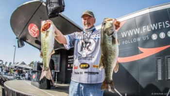 Darrel Robertson isn't a local angler, but the Oklahoman is feeling right at home on Lake Hartwell, leading the FLW tournament after day one.