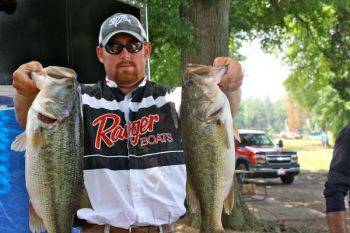 If High Rock Lake gets to full pool during the spring, you can bet some quality largemouth bass are going to head for the buttonwood bushes that dot areas of the lake�s shoreline.