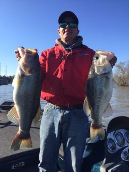 Bass pro Dearal Rodgers targets November largemouths around Lake Wateree's shallow cover: rocks, grass, laydowns and docks.