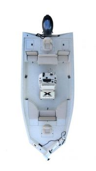 The Xpress XBay Series provides an aluminum hull with the best bay-boat features.