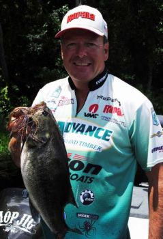 Davy Hite uses a Mop jig when he locates bass feeding on spawning blueback herring.