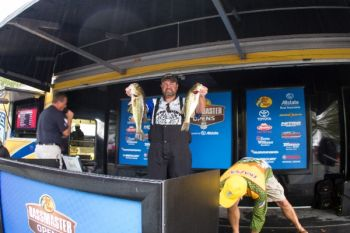 Pro David Williams of Maiden has a half-pound lead entering the final day of the BASS Southern Open on Lake Norman.