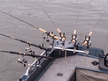 Tight-line trolling from the bow (above) and long-line trolling from the stern both have specific applications for crappie fishermen.